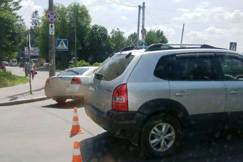 За кермом автомобіля була жінка