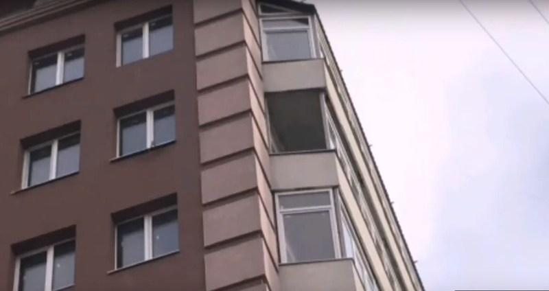 Склопакет випав із вікна балкону