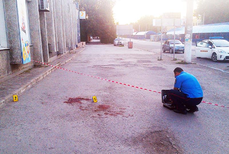 Чоловіки з'ясовували стосунки за допомогою ножа на перехресті вулиць Князів Коріатовичів та проспекту Грушевського
