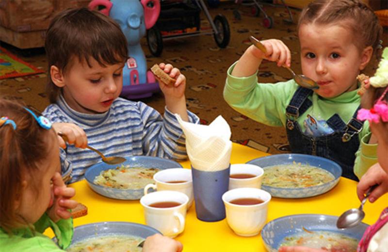 Щоб покращити якість харчування дітей, у хмельницьких ДНЗ підвищили плату на 5 гривень.