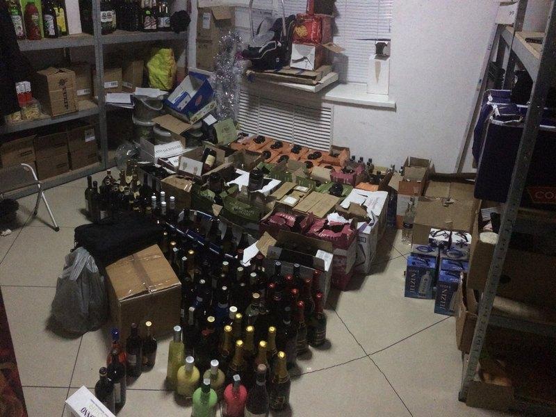 Правоохоронці Хмельниччини виявлено та вилучено понад 1200 літрів фальсифікованого алкоголю