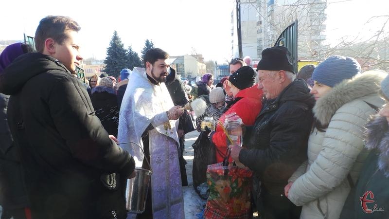 Сьогодні, 19 січня, православні та греко-католики відзначають третє завершальне свято новорічно-різдвяного циклу – Хрещення Господнє