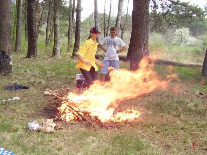 Виникненню пожеж сприяють відкриті вогнища та висока температура повітря