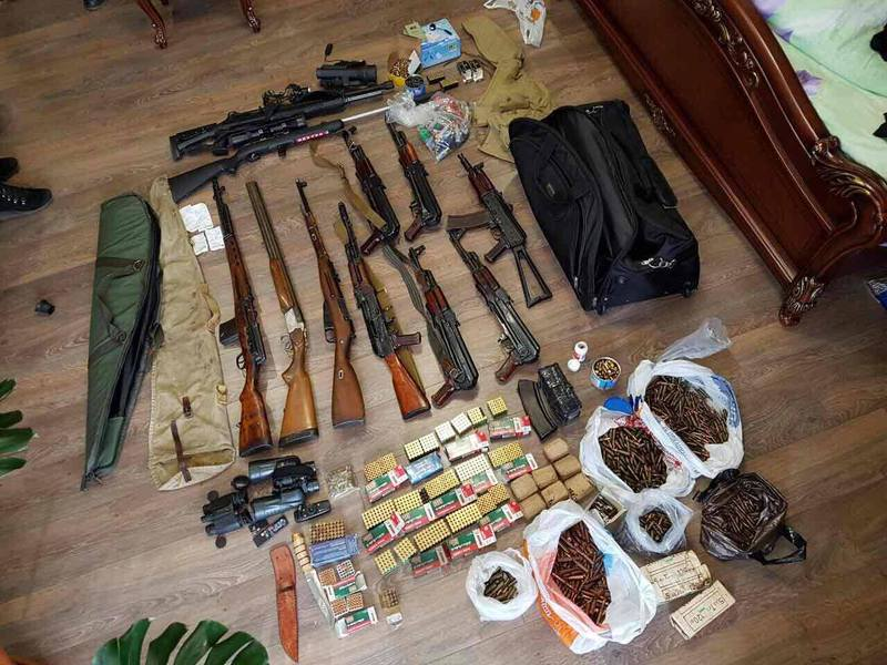 Де чоловік взяв стільки зброї та для чого - поки що невідомо
