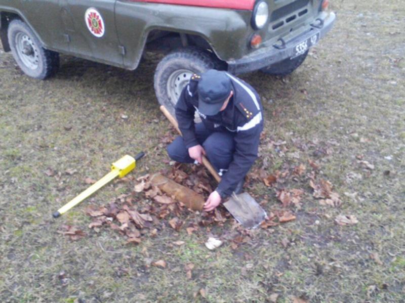 Снаряд знайшов селянин під час прогулянки в лісі