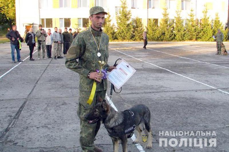 Кайна служить в поліції уже третій рік і є зразковою слідовою собакою