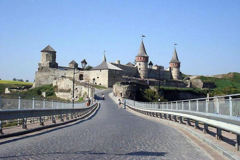 Замковий міст продовжує заробляти