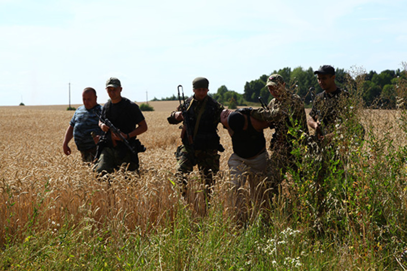 Правоохоронці продовжують активні пошуки шостого втікача