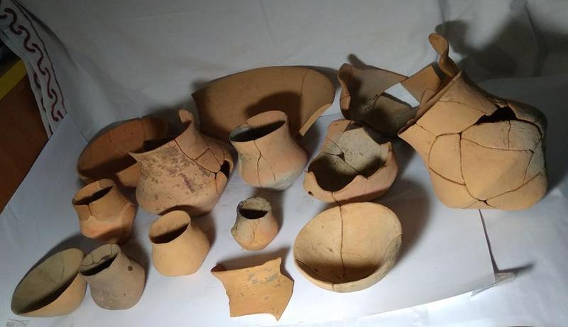Глиняний посуд, який знайшли під час розкопок, передадуть до музею