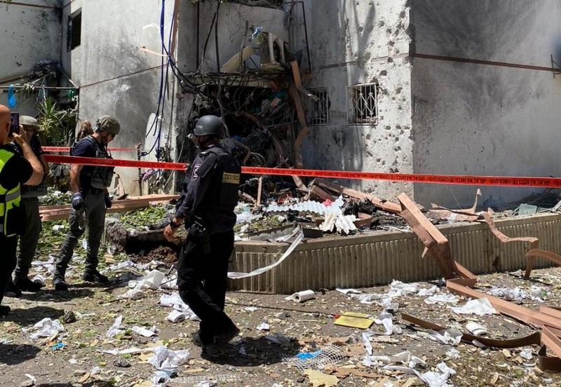Пряме попадання в будівлю в після удару місті Ашдод