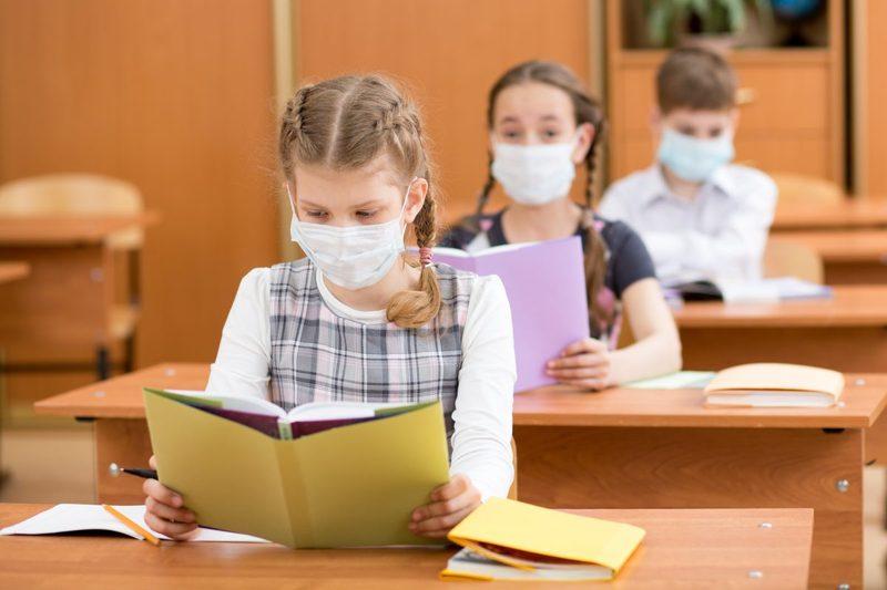 З початку навчального року на коронавірусні інфекцію в області захворіло 53 школяра та 169 педагогів