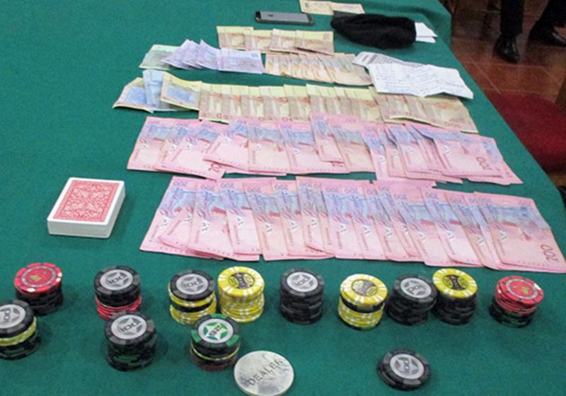 Правоохоронці вилучили фішки, гроші та наркотики