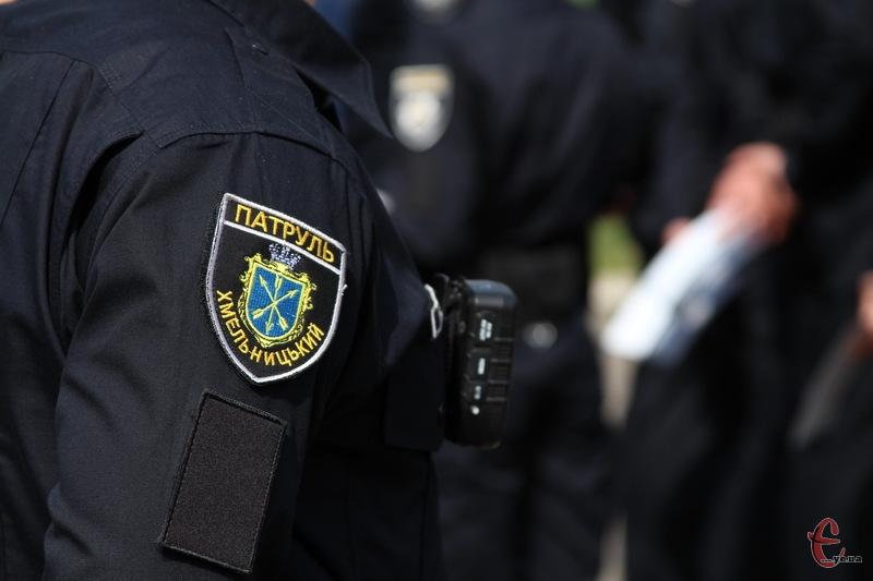 Чи справді патрульний поліцейський Хмельницького вживає наркотики, чи все таки купив пігулки, щоб вилікувати кашель, поки що невідомо