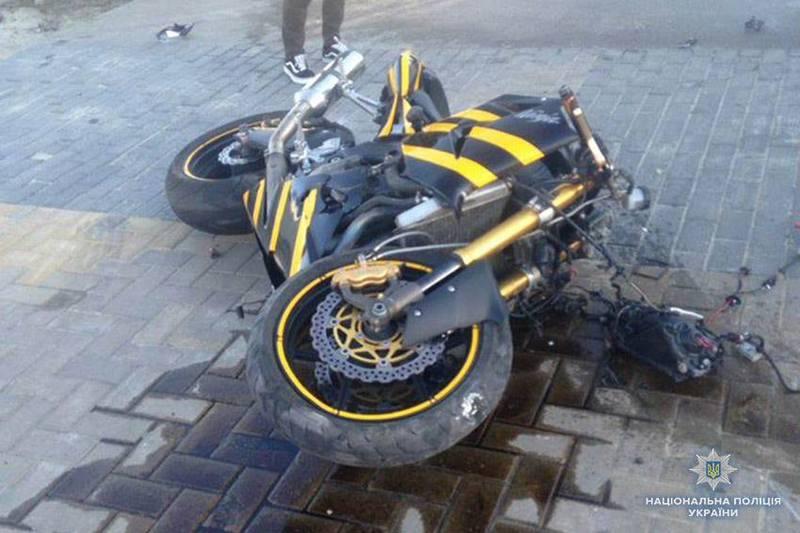 Водій мотоциклу загинув на місці ДТП