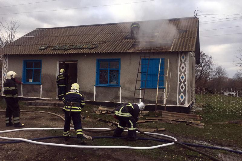 Вогнеборці врятували будівлю приватного магазину від знищення полум'ям
