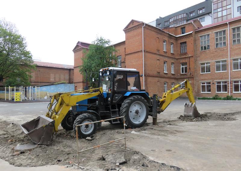 Наразі на території НВО № 5 тривають ремонтні роботи