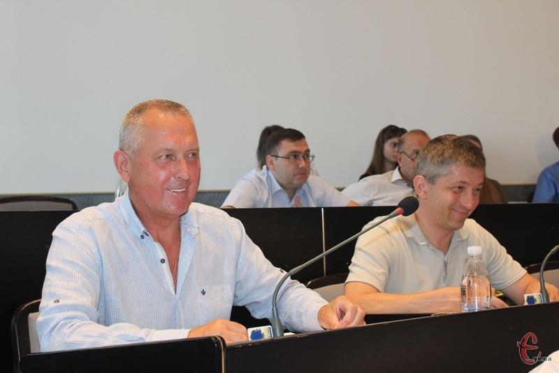 Григорій Галкін (з лівого боку) й Андрій Кветко (з правого) покинули фракцію колишнього президента