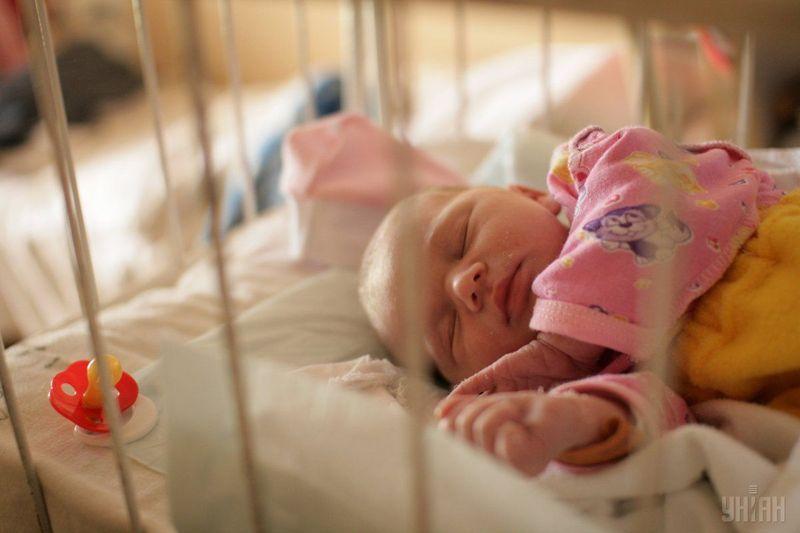 На Хмельниччині зберігається тендція - кількість народжених менша за кількість померлих