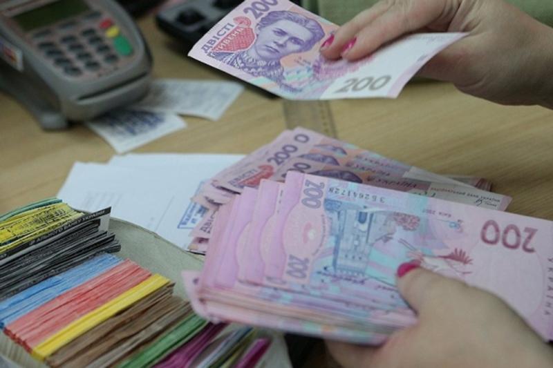 Номінальна середня зарплата в області в квітні була на 17,5% нижчою, ніж у середньому по Україні