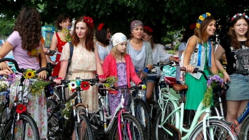 Леді одягнуться в рожеве і сядуть на велосипеди