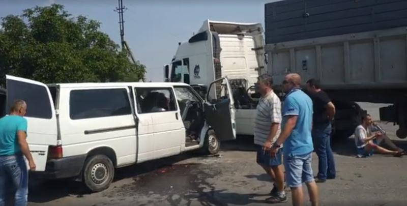 У жахливій ДТП поблизу Красилова травмувалася сім' ...
