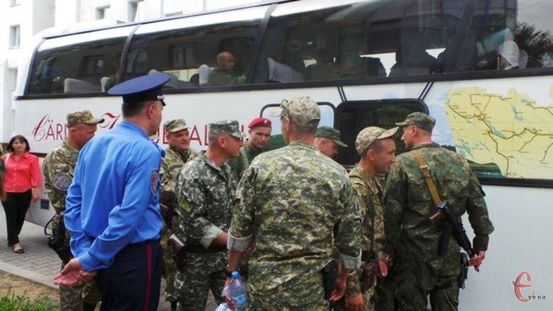 Міліціонерів проводжали колеги і родичі
