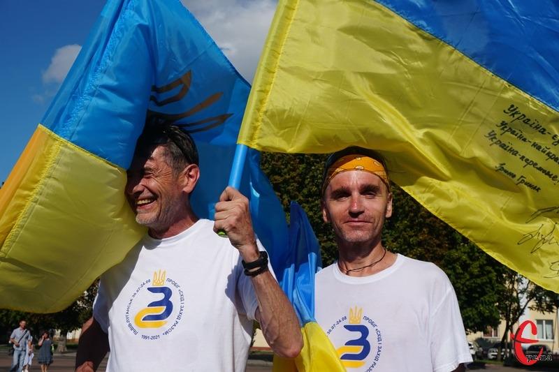 Активісти біжать по черзі, міняючись кожні десять кілометрів