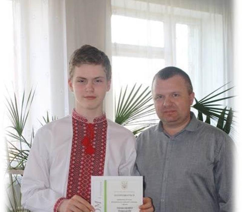 Олександр закінчив школу на відмінно