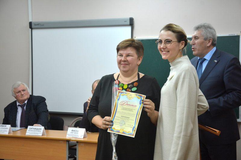 Наталія Зима (ліворуч) може стати кращою учителькою країни