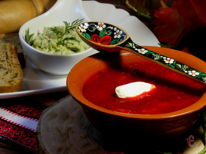 Рецептів його приготування безліч і в кожної господині є свої секрети, які роблять цю першу страву унікальною. Однак, щоб вона зберегла еталонний красивий червоний колір, потрібно дотримуватися певних правил!