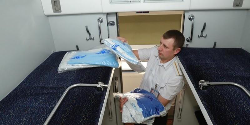 У поїздах Укрзалізниці подорожчали постільна білизна та чай