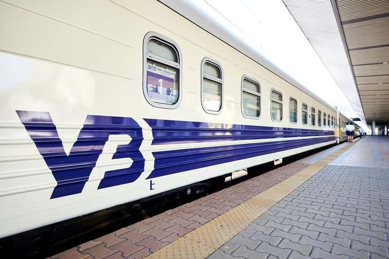 Залізничники кажуть, що причиною запізнення потягів стали «погодні умови та технічні перебої»