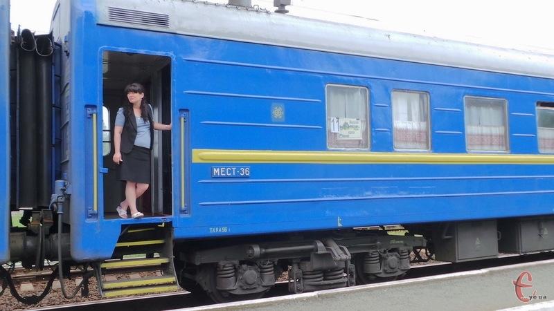 Додаткові потяги та рейси курсуватимуть через Хмельницький, Шепетівку, Волочиськ та Деражню