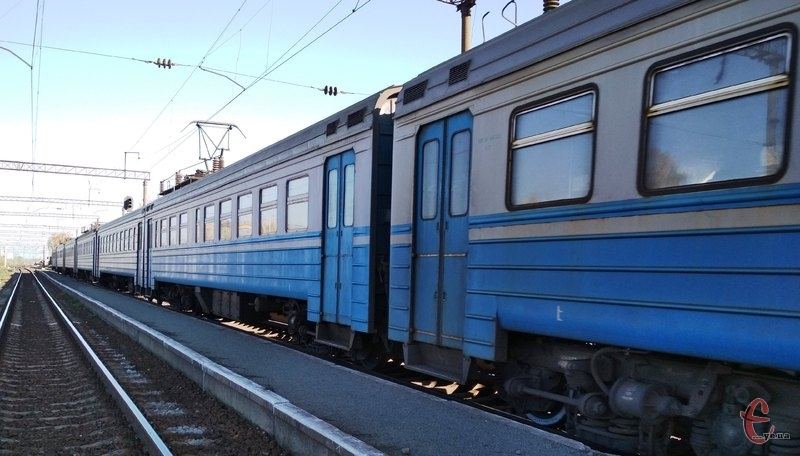 Через Хмельницький курсуватимуть три додаткові потяги