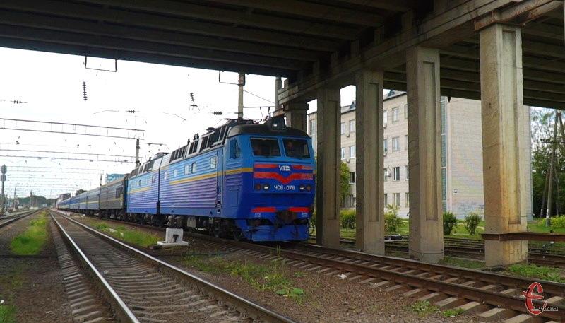 У святкові вихідні через Хмельницьку область їхатиме кілька додаткових потягів