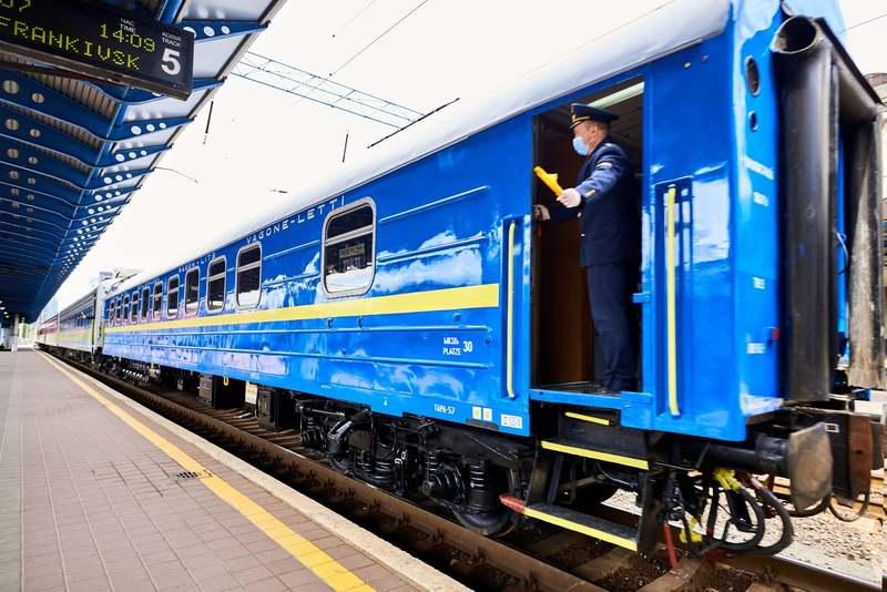 Нічним потягом «Буковина» також можна доїхати у столицю України