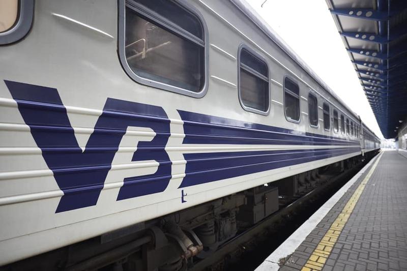 Відновлення продажу квитків на потяги далекого сполучення також продиктовано новими змінами до урядової постанови щодо протидії COVID-19