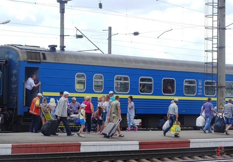 Укрзалізниця відновлює курсування поїздів далекого сполучення