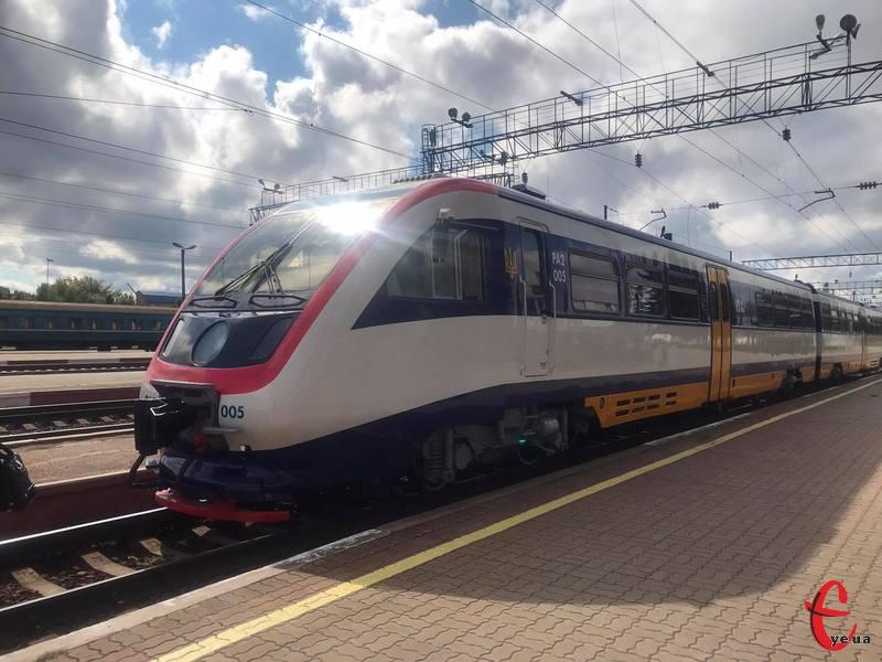 Потяг Шепетівка-Кам'янець-Подільський почав курсувати з 30 серпня