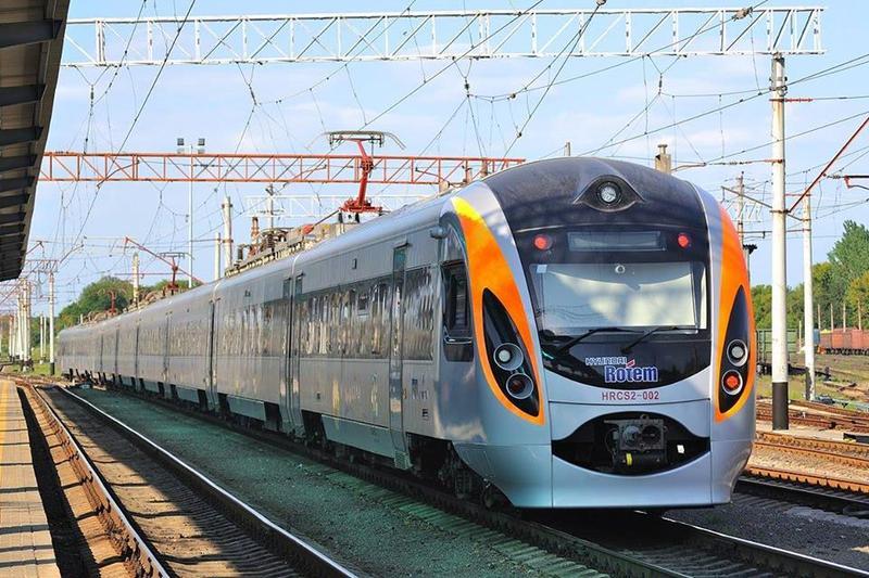 Новий потяг їхатиме через Кам'янець-Подільський, Дунаївці та Хмельницький аж до Генічеська Херсонської області