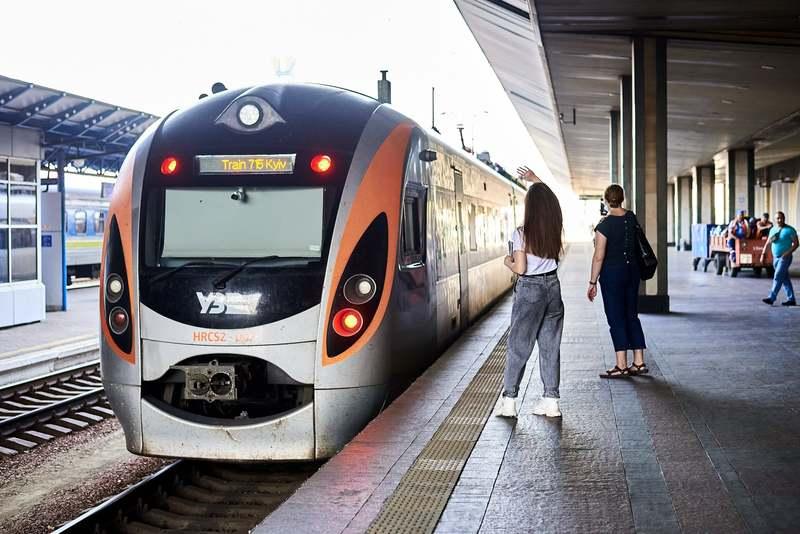 Швидкісний потяг почне курсувати з Києва 2 липня, а з Тернополя — 3 липня