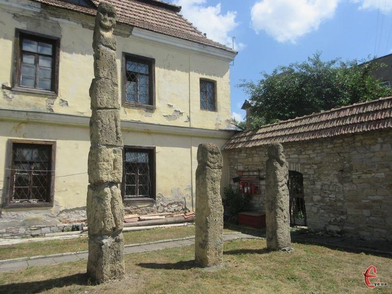 Цих трьох богів до пантеону привезли з села Іванківці