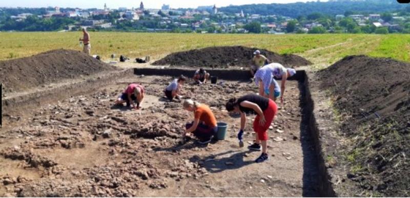 Ці розкопки – це частина великого спільного проекту Інституту археології Національної академії наук України та Інституту археології та етнології польської академії наук