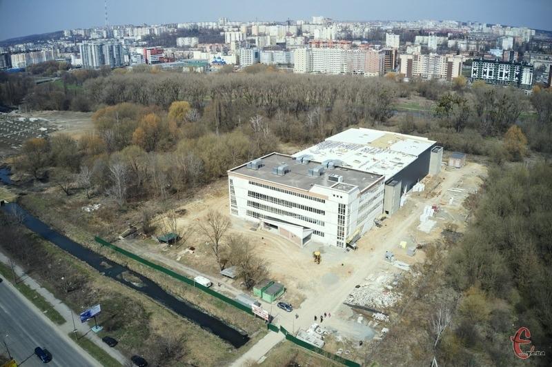 Наразі на будівництво хмельницького Палацу спорту освоєно майже 137 мільйонів гривень