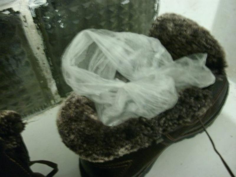 Наркотики сховали в черевик