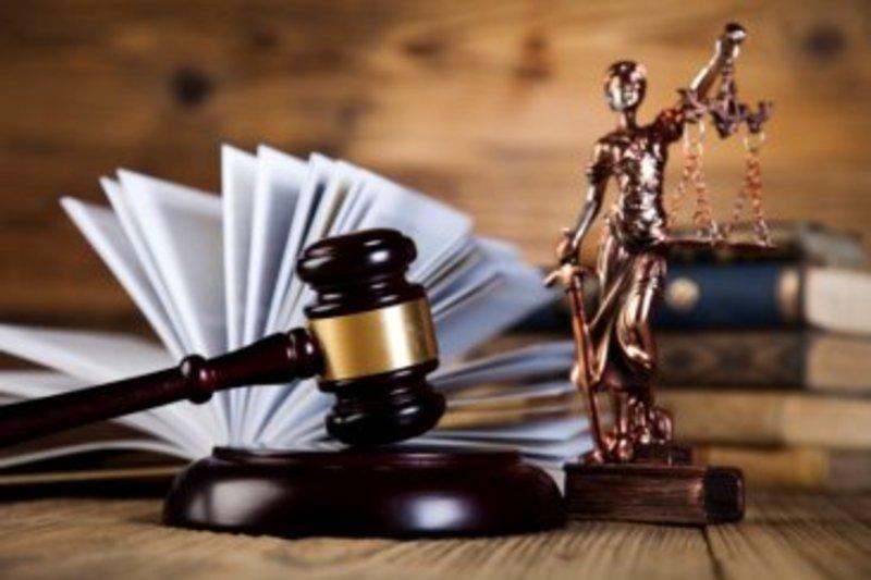 Шепетівський міськрайонний суд визнав винним шепетівчанина, обвинуваченого у грабежі