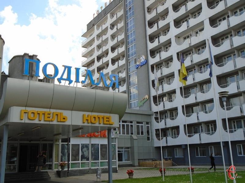 Переселенці у готелі обжилися, дехто і працевлаштувався