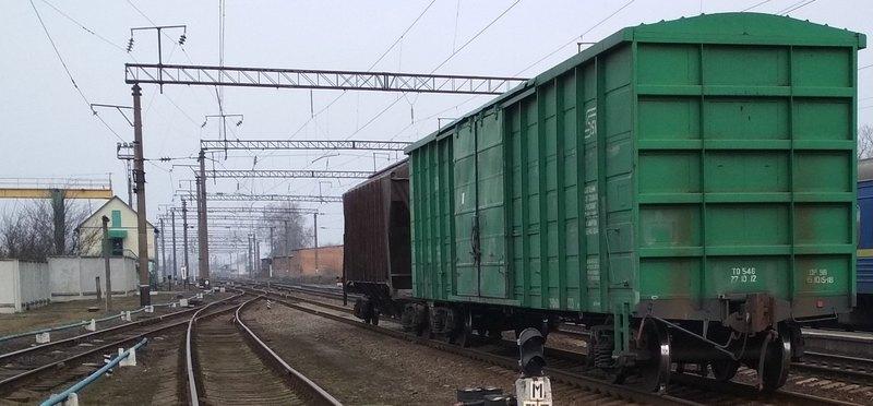 На залізничному перегоні поблизу станції Деражня під вантажний потяг потрапив 37-річний чоловік
