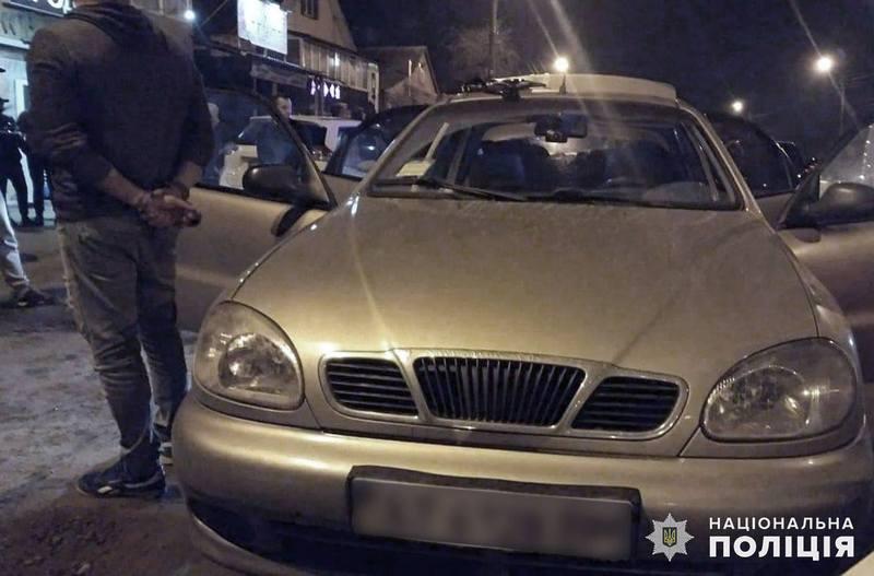 Працівники кримінальної поліції з'ясували, що підозрювані на автомобілі «Део Ланос» вирушили з Кам'янця-Подільського в напрямку Хмельницького