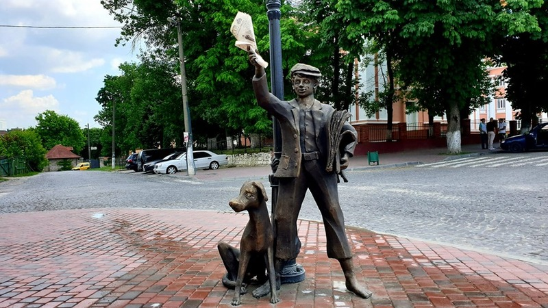 Скульптуру встановили в повний зріст